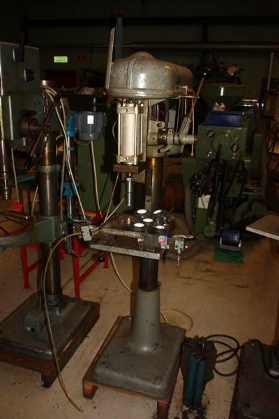 Drill press, fitted with air hydraulic press - KJ Auktion