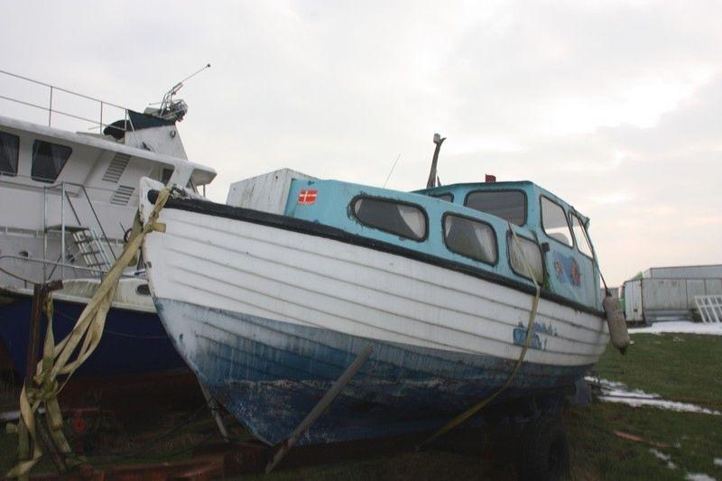 Vellidte Båd med indenbordsmotor (ikke monteret). Træ med XG-77