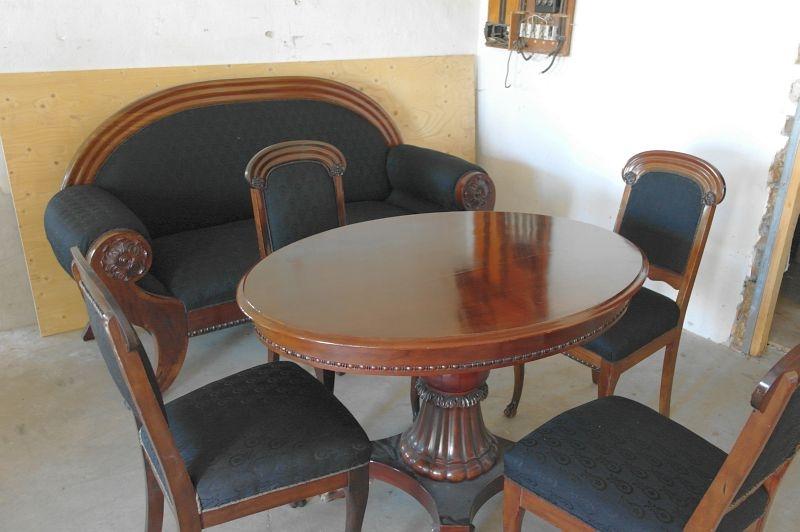 Flott Sofa med løvefødder og spisebord med 4 stole med løvefødder fra ca PL-15