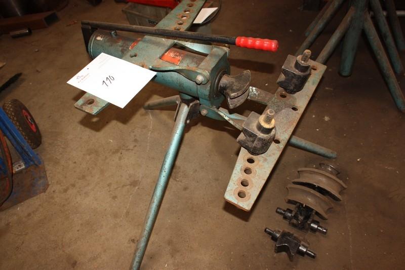 Hand hydraulic pipe bender with dies - KJ Auktion - Machine
