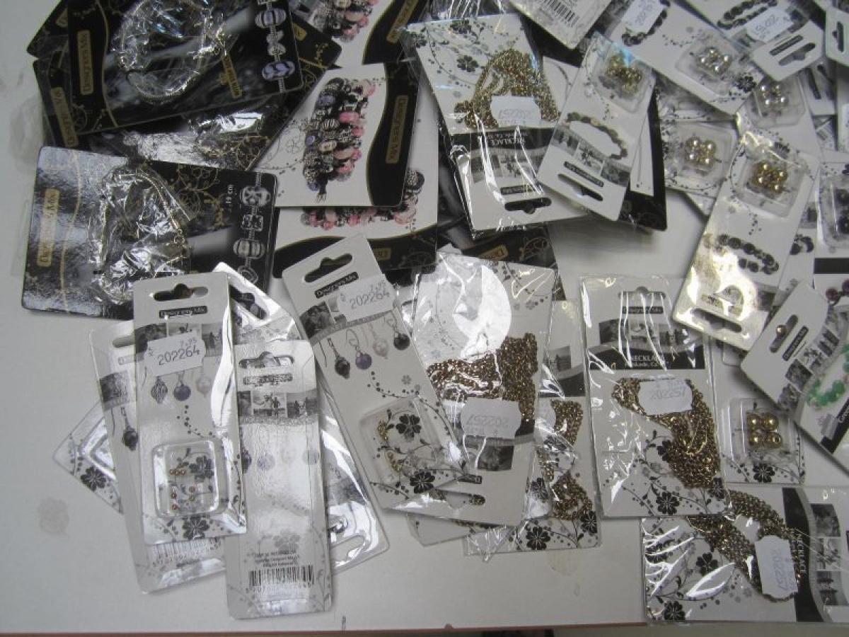 396dcc2105f Start selv en smykkebutik; stort parti assorterede smykker og smykketænger