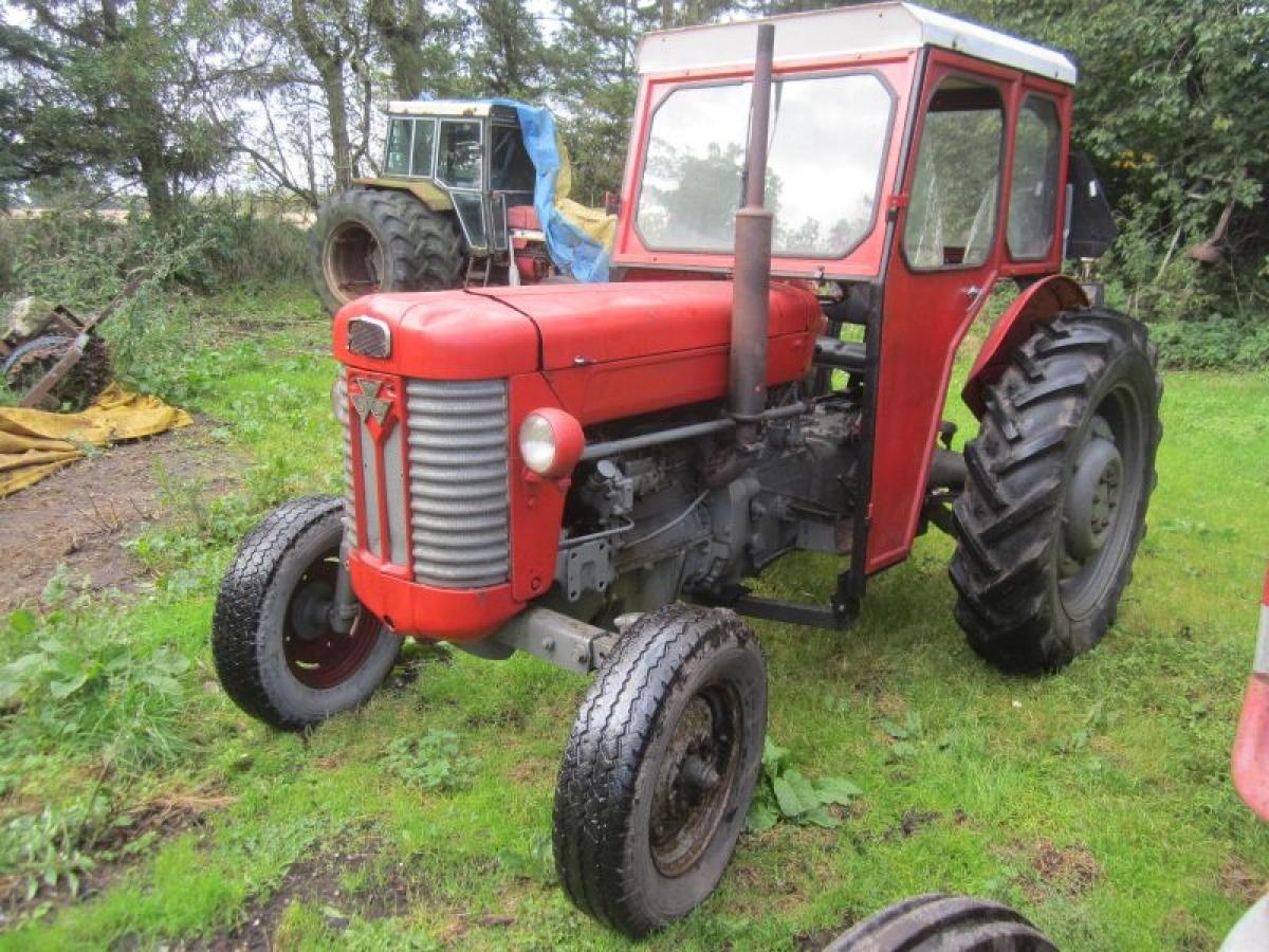 Veteran Tractor Massey Ferguson 65, the serial number is not