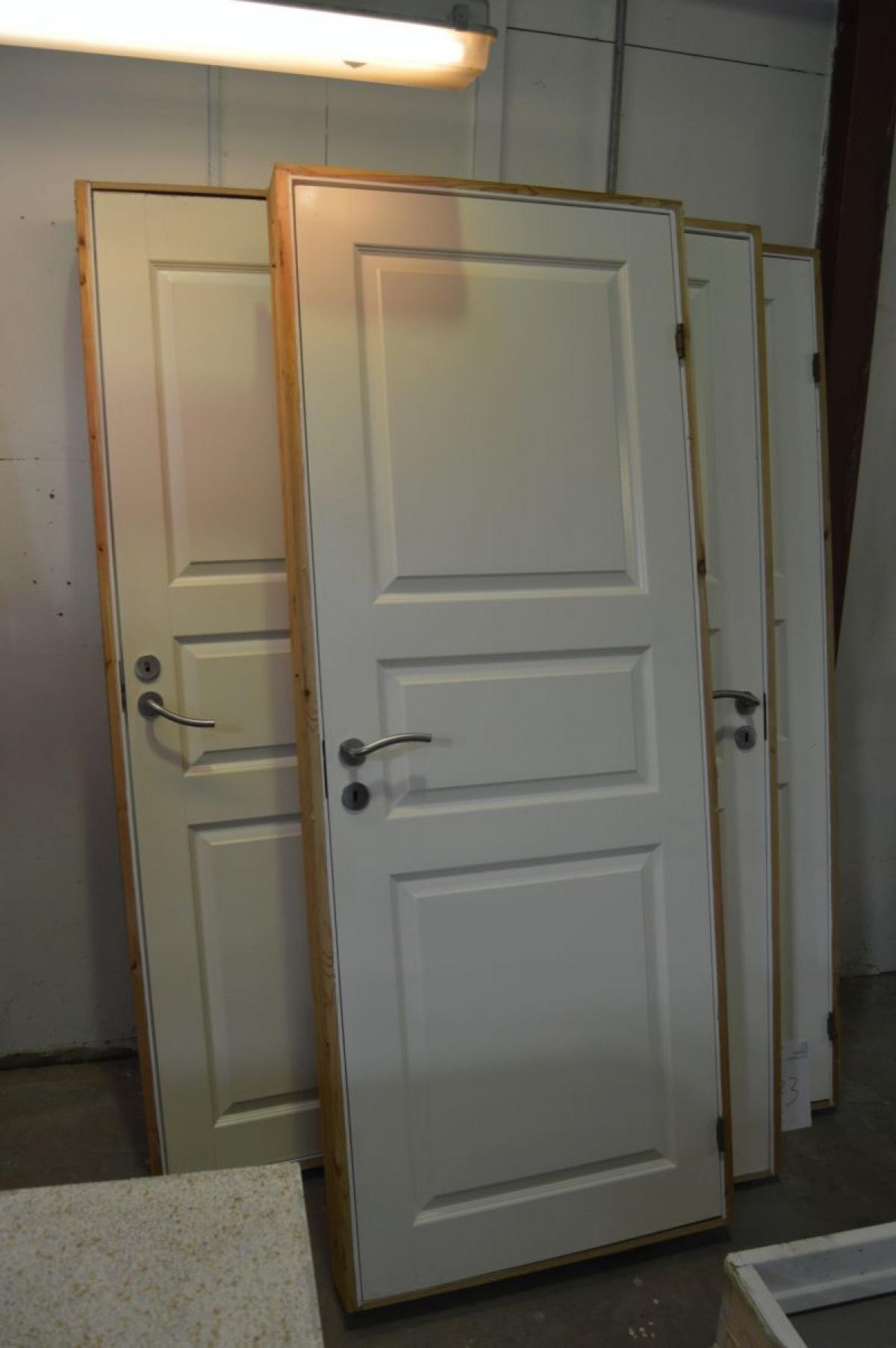 Kæmpestor 4 x indvendige døre med beslag og karm. Hvidmalet. Formpresset HC15