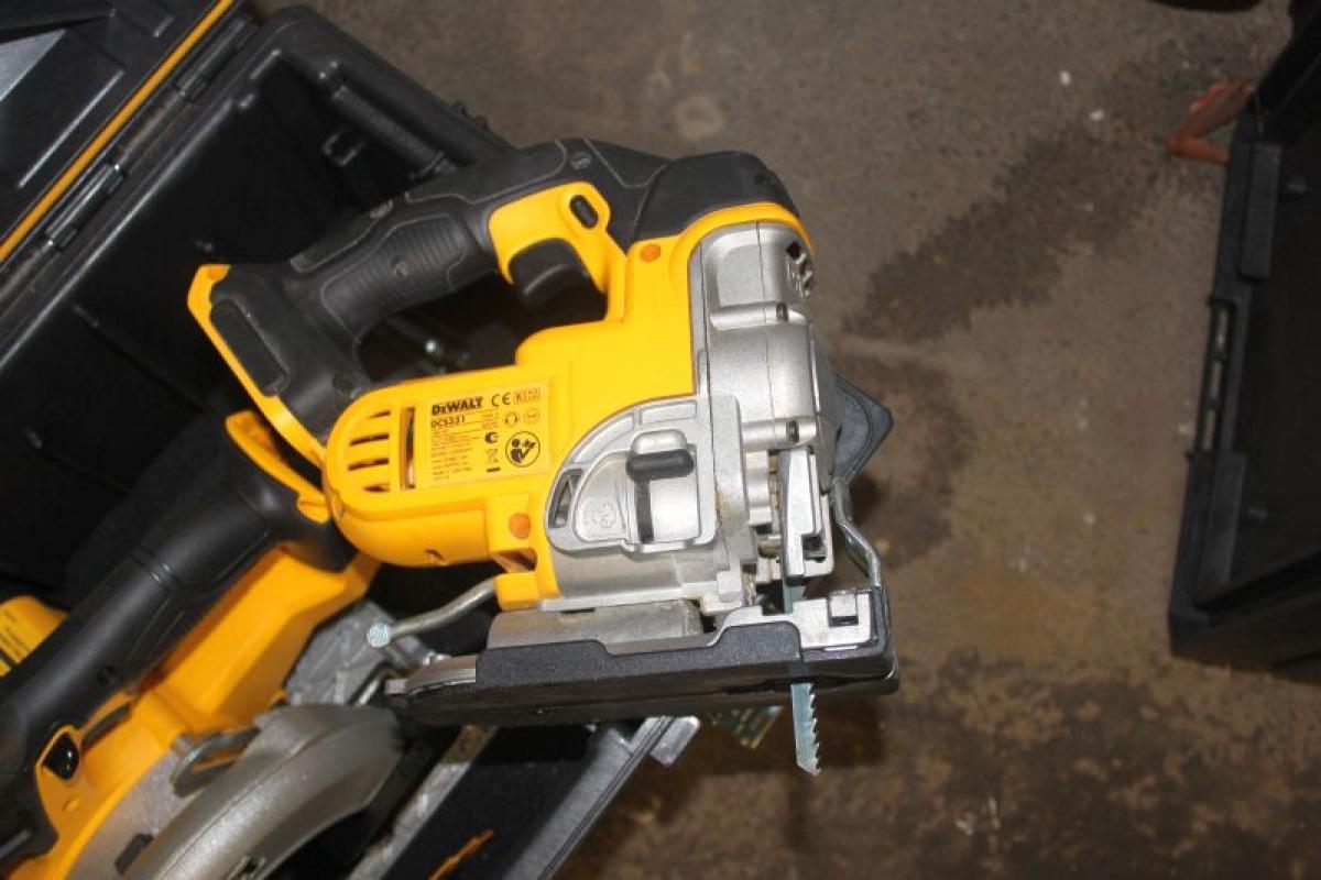 Alvorlig DeWalt sæt med vogn inkl. Rundsav - stiksav - borehammer TJ91