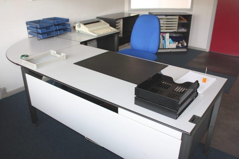 Utroligt Hjørneskrivebord (Scanform), kontorstol, køreunderlag, 2 stk FY19