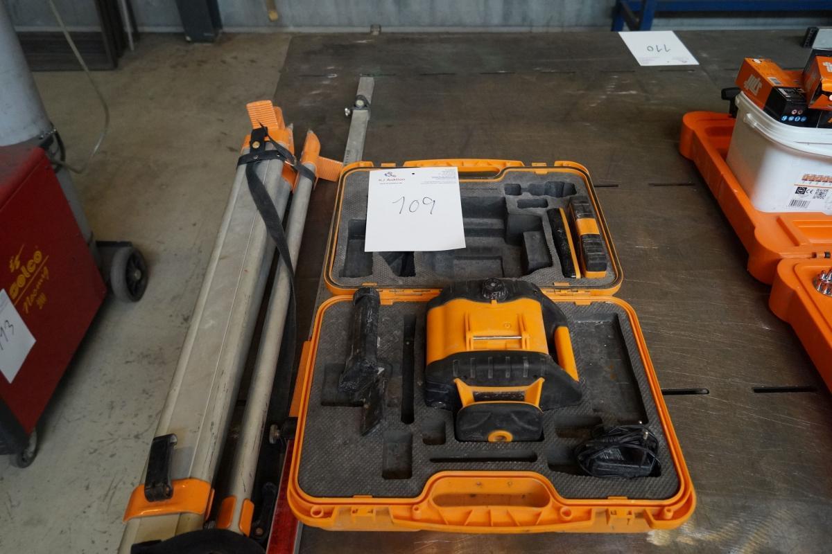 Lige ud laser/nivelleringsapparat. - KJ Auktion - Maskinauktioner SD96