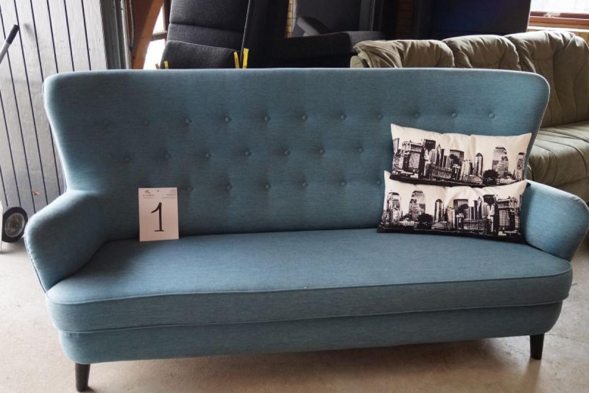 Modernistisk Sofa i stof, blå m. høj ryg, sorte ben. Puder medfølger - KJ HB83