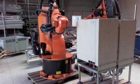 Kuka robot, type KR 200/2, serie nr  779797, årgang 2000 egenvægt 975/1120 kg, har været anvendt i et ompakningsanlæg