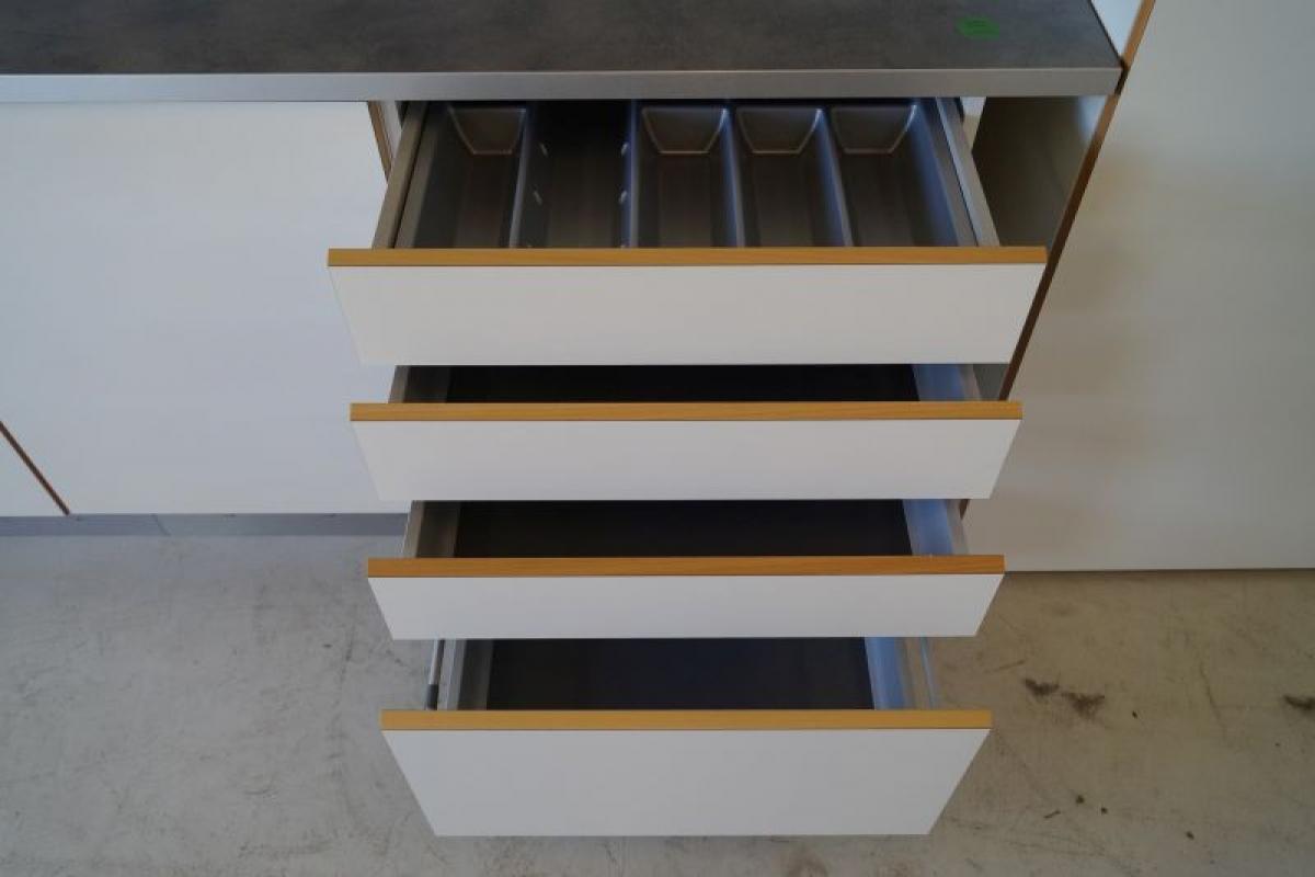 Hth Kokken Ubrugt Se Beskrivelsen Udleveres I Original Emballage Bemaerk Modellen Kan Stadig Suppleres Op Fra Hth Kj Auktion Maskinauktioner