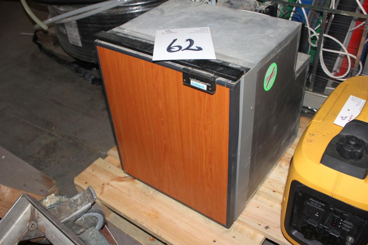 Mini Kühlschrank Gebraucht : Mini kühlschrank isotherm 12 v zum beispiel. boot auto nicht