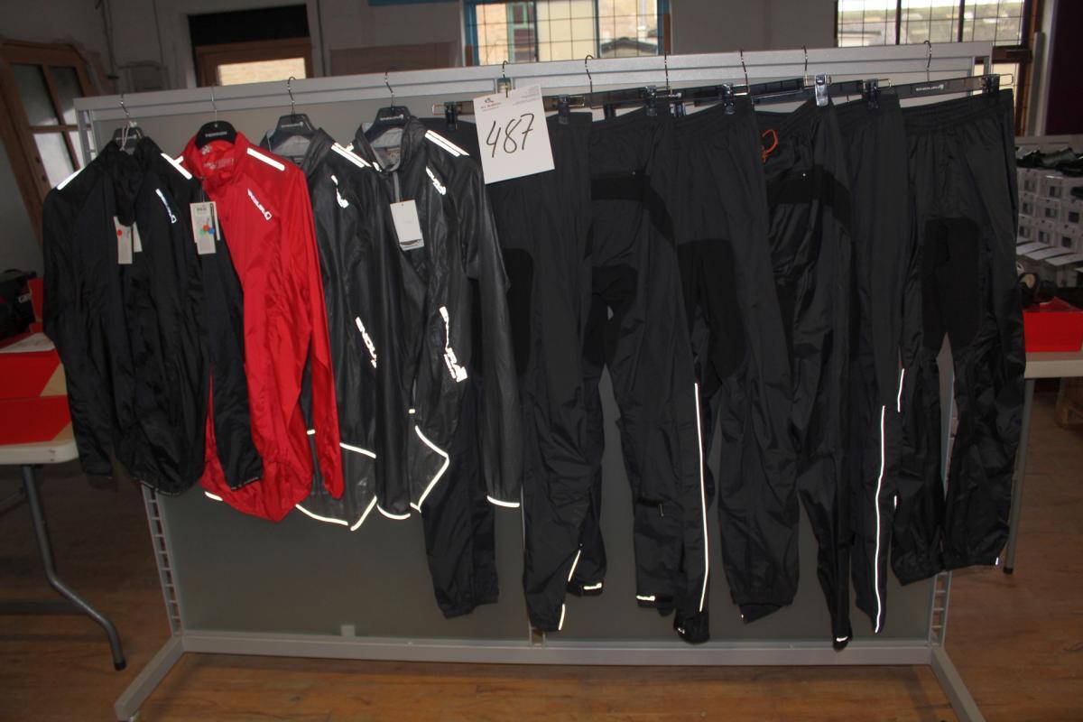 996e8702 6 par regnbukser str. S + M + XL + XXL og 4 jakker str. M + L + XXL ...