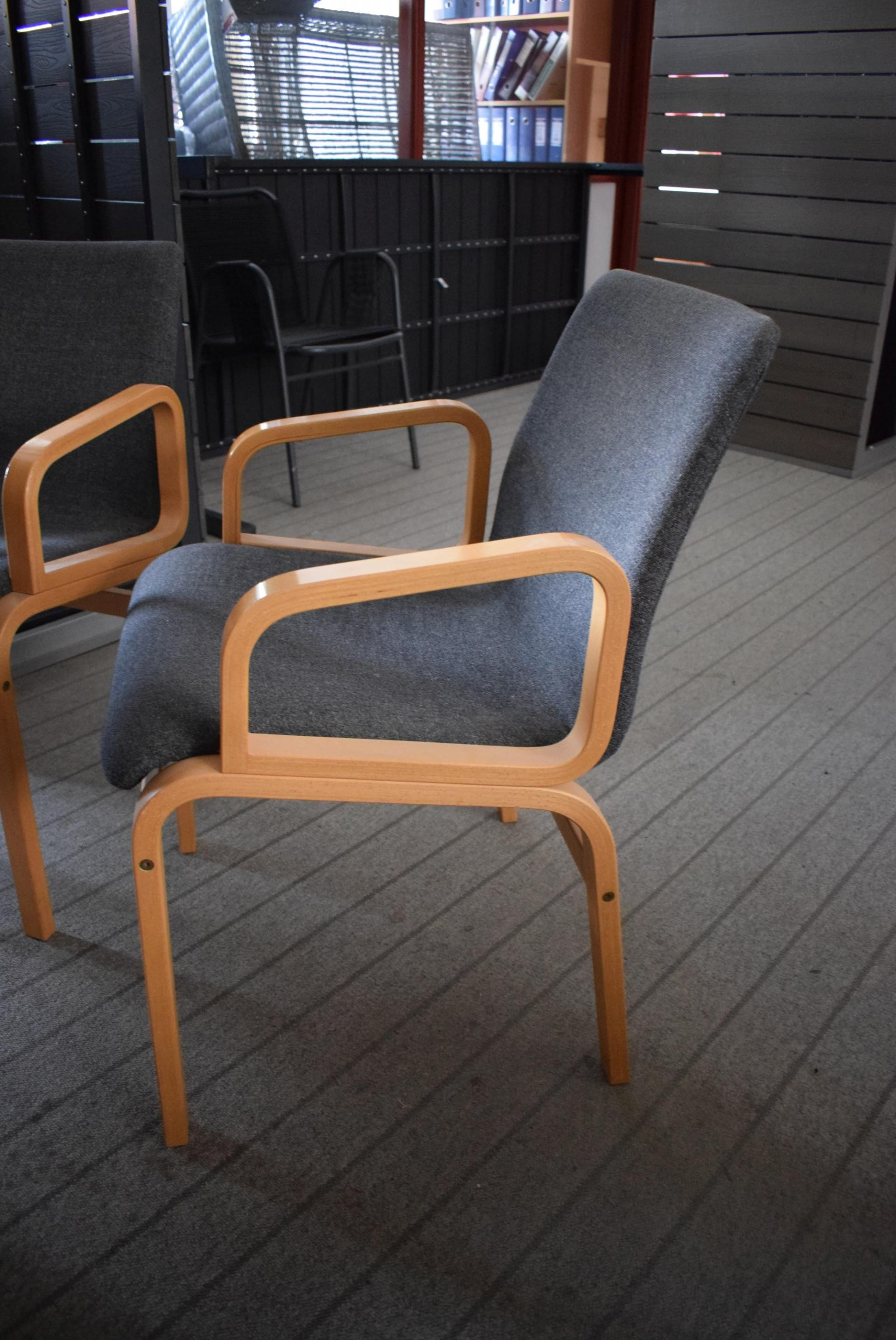 Mødebord 108 x 190 cm + 8 stole KJ Auktion Maskinauktioner