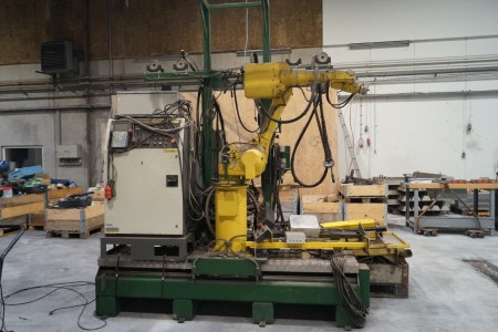Welding robot - mrk. Fanuc with control. With Migatronic BDH 320 - can weld in me, grind and grind. With safety gear. Robot ARC Mate Sr. Type: A05B - 1204 - B211.