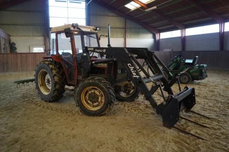 New holland 45-66 Traktor Chief super 10 frontlæsser 4wd timer ifølge ur 677. med påmonteret rive