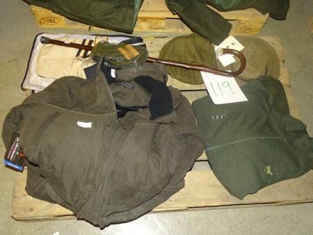 Deerhunter flyverdragt str. 2XL, Royal Hunt striktrøje str. 2XL, Browning vest str. XL, vanter, stok, hue mv.