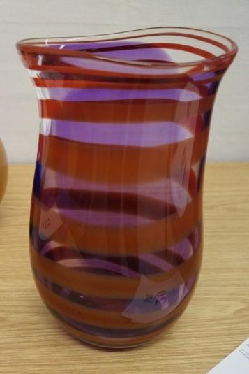 Mundgeblasenes Glaskunst. Vase. Unterzeichnet. Modell 910532. Höhe: ca. 35 cm. Durchmesser: ca. 22 cm.