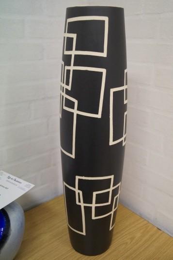 Vase.  Model P15-66W43. Højde: ca. 65 cm. Diameter: ca. 19 cm.