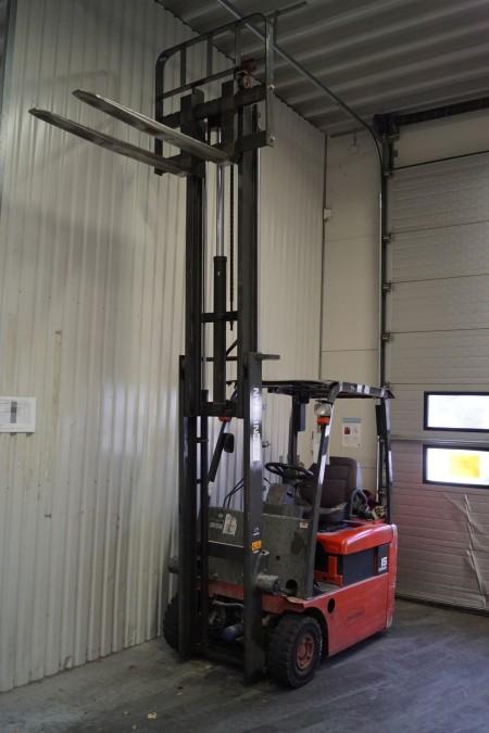 NISSAN truck 1,5 tons, med friløft, afprøvet ok, timer 6035 løftehøjte 330 cm, med lader