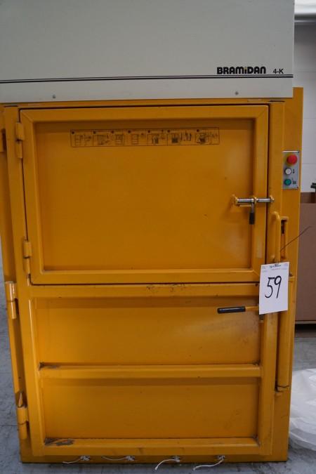 Pappresser BRAMIDAN 4-K årgang 2005 afprøvet ok, 270x135x88 cm