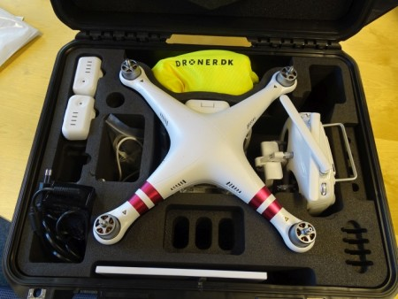 Drone - Phantom 3. Demomodel. Udstyr og papirer medfølger. Batterier muligvis afladede. Stand: Brugt 2 gange.