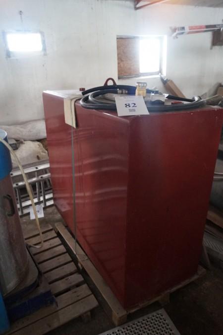Tank med pumpe og tæller. 160x125x65 cm