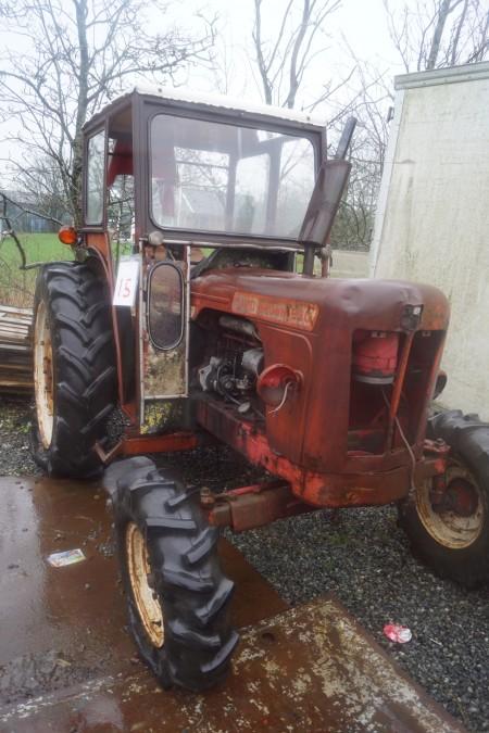 Traktor mærke DAVID BROWN 990 starter og kører, med ny starter