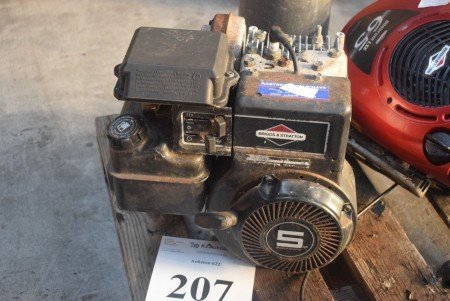 Briggs & Stratton engine for cutter. Condition: unknown