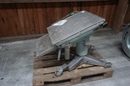 Hydraulic table.