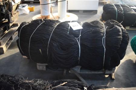 Braided nylon net. 286.4x23.3 meters.
