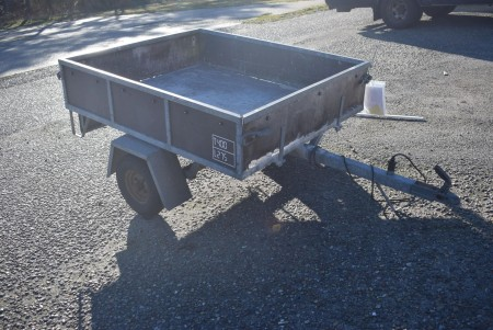 Trailer without plates. Reg certificate included a total of 400 load 275 kg.