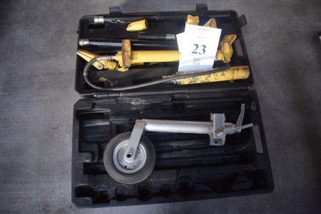 Hydraulic press tool and spare wheel for trailer