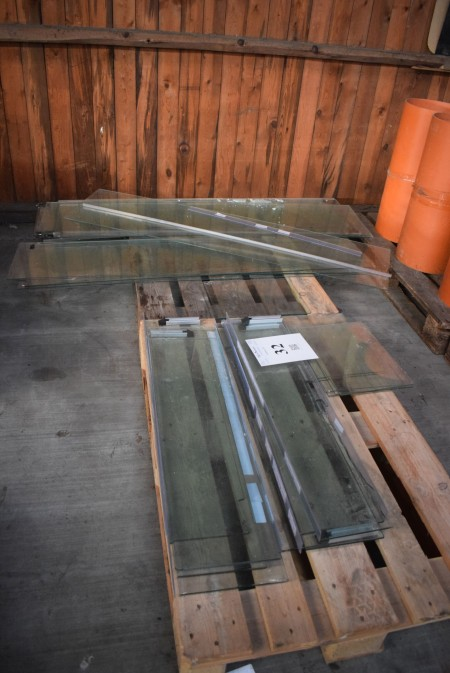 Lot glass shelves. 157.5x38.5 cm + 91x24 cm.