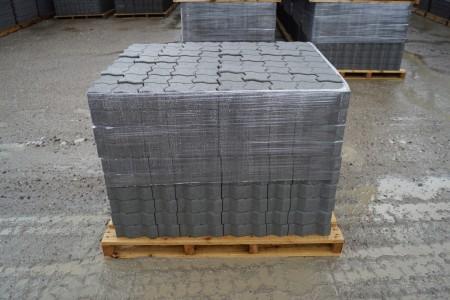 14 paller med Colocsten, grå 8 cm, 11 m2 pr palle. Det koster kr. 87,00 pr palle man medtager, den kan kun betales på udleveringsdagen, byttepaller modtages, i samme model.