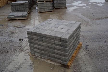5 paller med Trumlet Herregårdssten, grå 21x14x5,5 cm, 11 m2 pr palle. Det koster kr. 87,00 pr palle man medtager, den kan kun betales på udleveringsdagen, byttepaller modtages, i samme model