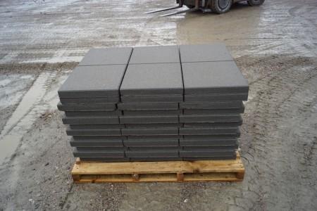 5 paller med Fliser, grå 50x50x5 cm, 10 m2 pr palle. Det koster kr. 87,00 pr palle man medtager, den kan kun betales på udleveringsdagen, byttepaller modtages, i samme model.