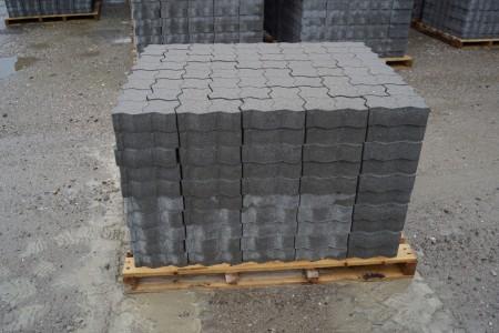 14 paller med Colocsten, grå 7 cm 11 m2 pr palle. Det koster kr. 87,00 pr palle man medtager, den kan kun betales på udleveringsdagen, byttepaller modtages, i samme model.