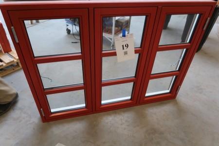 Trævindue, rød/hvid, H105xB145 cm, karmbredde 11,5 cm. Med not til bundstykke