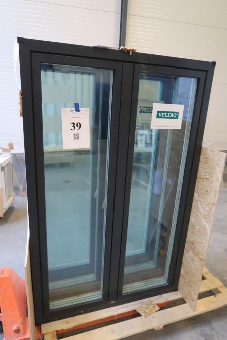 Træ/alu vindue, Antracit/hvid, H170xB109,2 cm, karmbredde 14,8 cm, indadgående, med redningsåbning, 3-lags glas. Modelfoto