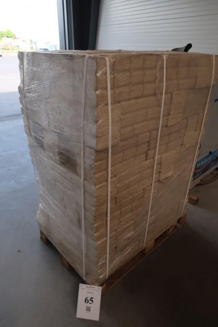 1 palle med træbriketter, ca. 960 kg