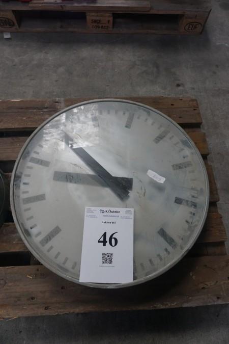 Ur. Diameter: ca. 64 cm. Til strøm.