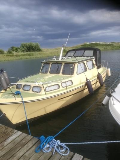Albatros, Kabinebåd, årg. 1979, 26 fod, 5 sovepladser, 29 hk , Volvo Penta, diesel, motorårgang: 1999, saltvandskølet, indenbordsmotor, skrog: glasfiber, hjemhavn: Hou nordjylland. Se beskrivelse!