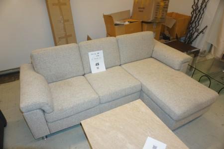 Chaiselong 3-personers sofa. Bredde: 225 cm.