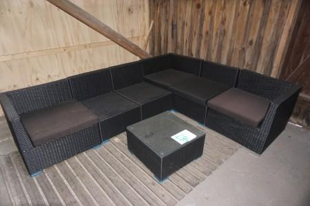 Havesæt. Kan deles. Totalmål: 212x269 cm. + havebord med glasplade. 58x58x31 cm.