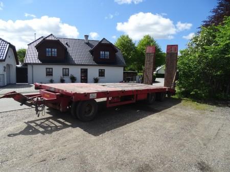 Blokvogn reg nr PB8522 mærke Danson tilladt totalvægt 24000 kg egenvægt 5060 kg. Første indreg 3 måned 2009, sidste syn 10-04-2019