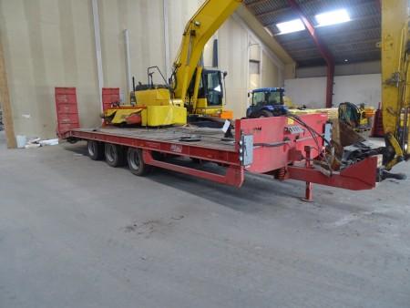 Blokvogn JPM total 27000 last 22000 kg. Reg nr BK6564 med hydrauliske ramper.