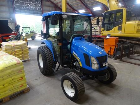 New Holland Boomer 3050 have park traktor type DB med 4 hydraulikudtag, topstang og pto overførsel. Timer 435.