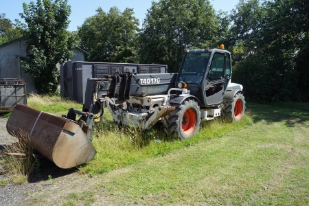 BOBCAT T40170 telescopic loader, type: 4290 model: T40170 vintage 2004 defective chain inside the arm, sold with forks and bucket