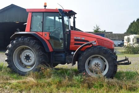 SAME SILVER 130 traktor. Timer: 6032,4, Kører og starter, kan dog finde på at springe ud af bakgear.