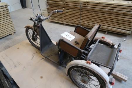 Antikes 3-Rad Benzinmoped,