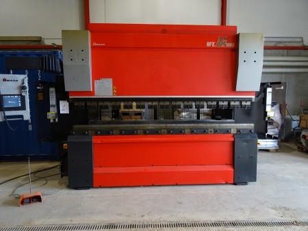 Kantpresse mærke: AMADA HFE M2 1003, 4 AKSEL, ÅRGANG 2013 funktionsdygtig  vægt: 6560 kg, længde: 400 cm, dybde: 160 cm, højde: 270 cm